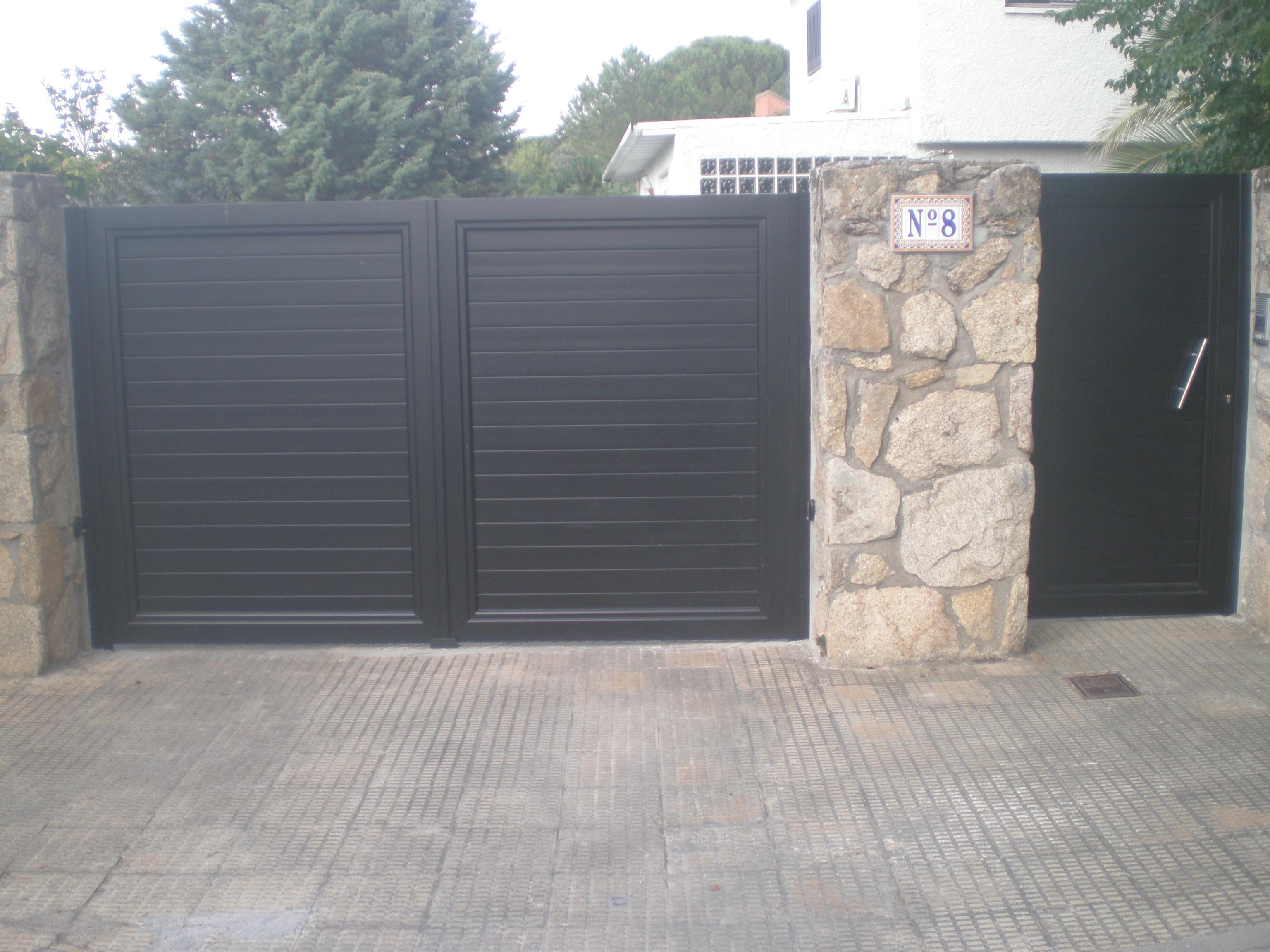 Cancelas de aluminio autom ticas en las rozas madrid - Puertas para fincas ...