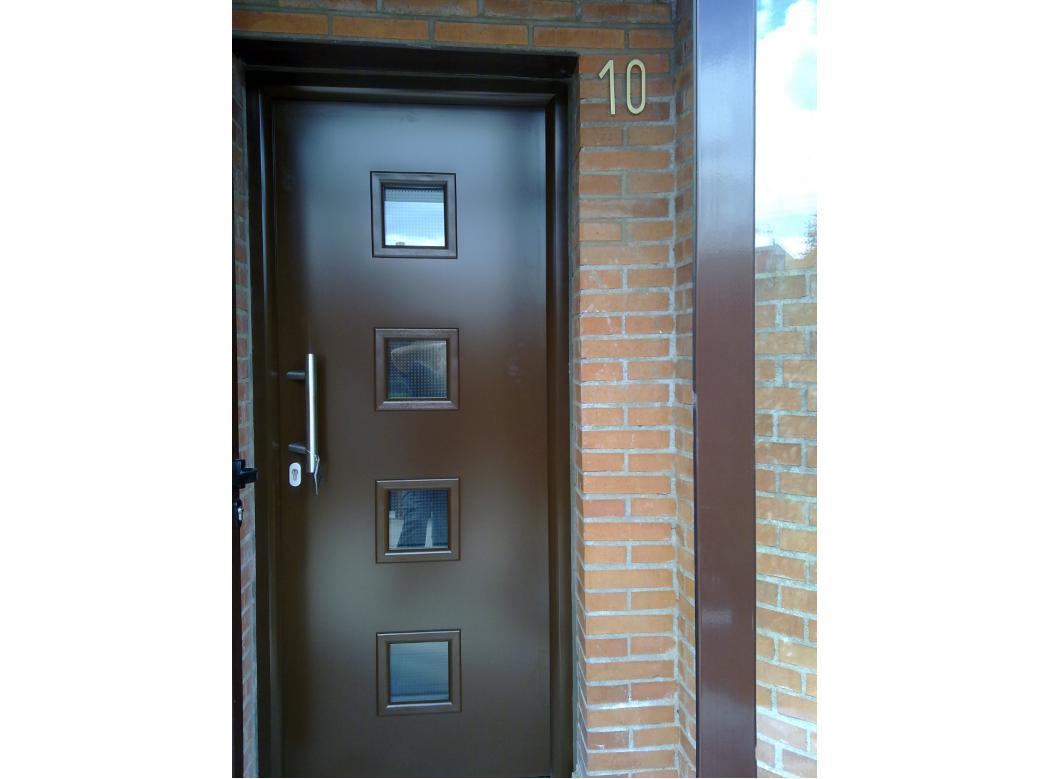 Puerta de seguridad de acceso a vivienda torrelodones for Puertas para vivienda