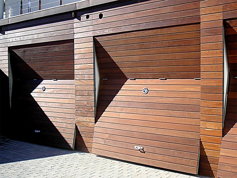 Puertas comunidades propietarios puertas de garaje for Puertas de madera para garage